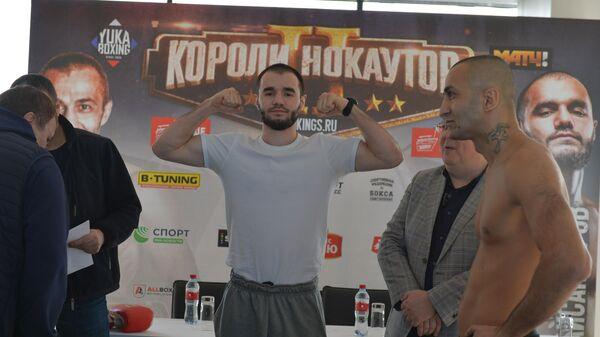 Хусейн Байсангуров (в центре)