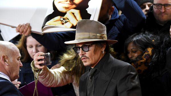 Актер Джонни Депп на красной дорожке премьеры фильма Минамата в рамках юбилейного 70-го Берлинского международного кинофестиваля Берлинале - 2020