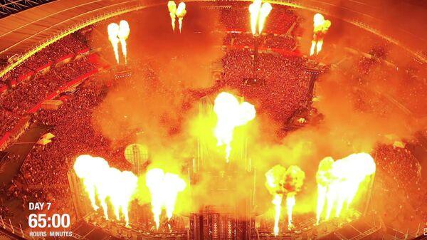 Стоп-кадр видео подготовки к концерту рок-группы Rammstein в рамках Europe Stadium Tour
