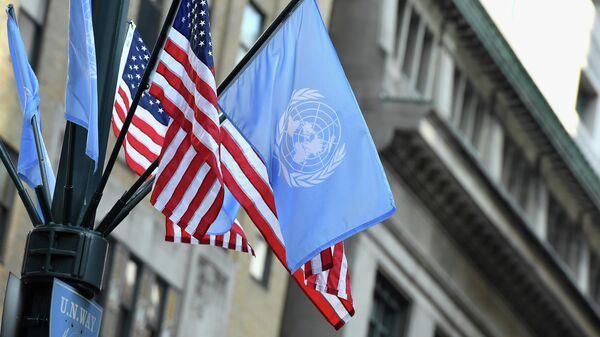 Флаги ООН и США в Нью-Йорке