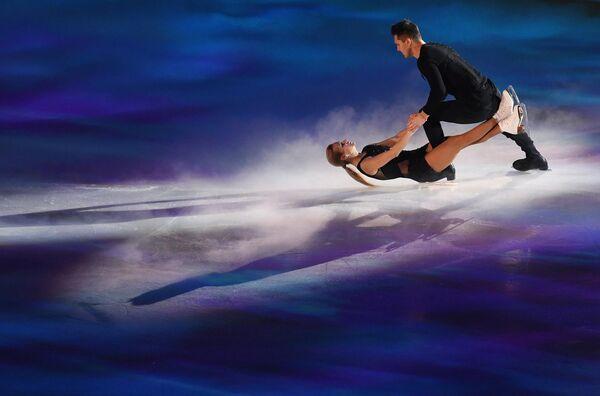 Татьяна Волосожар и Максим Траньков выступают на гала-вечере фестиваля фигурного катания Путь к победе!