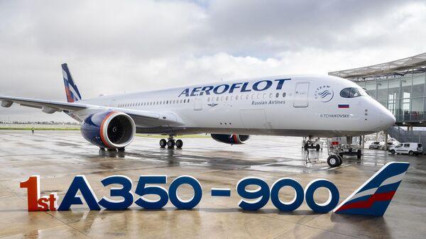 Дальнемагистральный широкофюзеляжный самолет Airbus A350-900 авиакомпании Аэрофлот