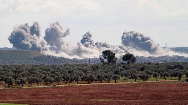 Дым над поселением Каминас в юго-восточной части провинции Идлиб. 1 марта 2020