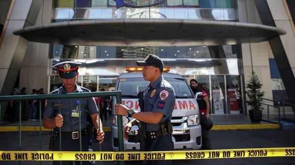 Полицейские на месте захвата заложников в торговом центре Virra в Маниле