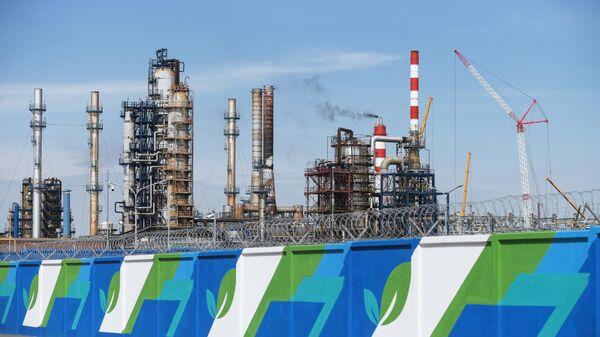 Московский нефтеперерабатывающий завод в районе Капотня