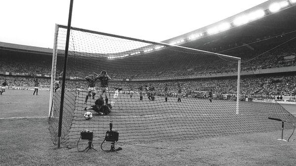 Вратарь сборной Испании Луис Арконада на чемпионате Европы 1984