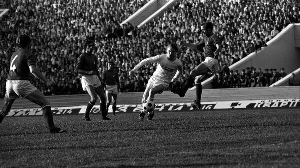 Нападающий сборной СССР Олег Блохин в товарищеском матче со сборной Италии в Москве