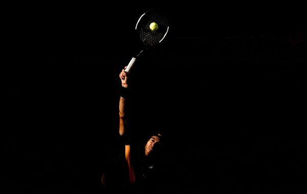 Хуан-Мартин дель Потро (Аргентина) в матче 4-го круга мужского одиночного разряда Открытого чемпионата Франции по теннису против Карена Хачанова (Россия)