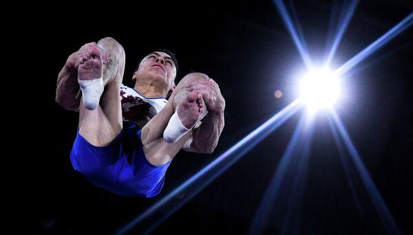 Никита Нагорный (Россия) выполняет опорный прыжок в личном многоборье среди мужчин на чемпионате мира по спортивной гимнастике в Штутгарте.