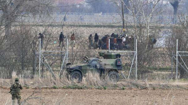 Беженцы на границе Греции и Турции в районе города Караагач на турецкой стороне. 5 марта 2020