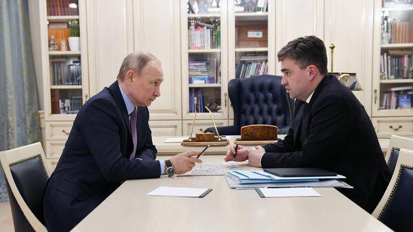 Президент РФ Владимир Путин и губернатор Ивановской области Станислав Воскресенский во время встречи