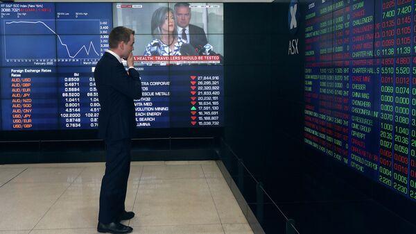 Мужчина в здании фондовой биржи