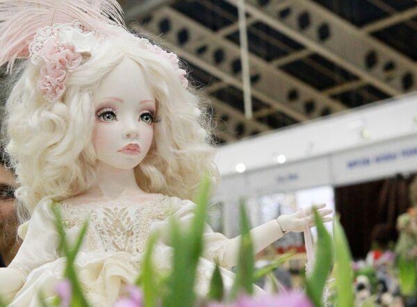 Авторская кукла Ирины Ниминущей на международном весеннем балу авторских кукол  в выставочно-презентационном комплексе T-Modul в Москве