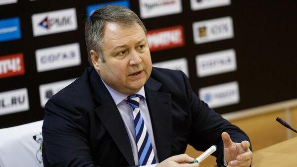 Тренер Трактора Владимир Юрзинов