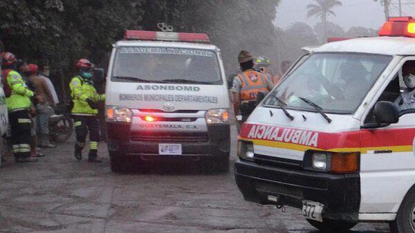 Сотрудники спасательных служб в Гватемале