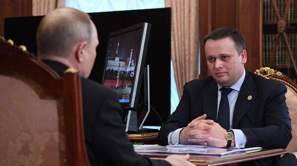 Президент РФ Владимир Путин и губернатор Новгородской области Андрей Никитин во время встречи