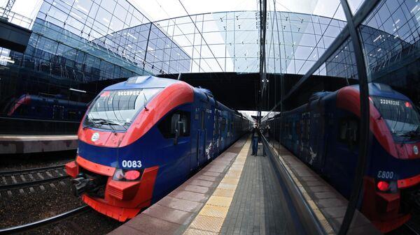Прибытие поезда на станцию Победа Киевского направления