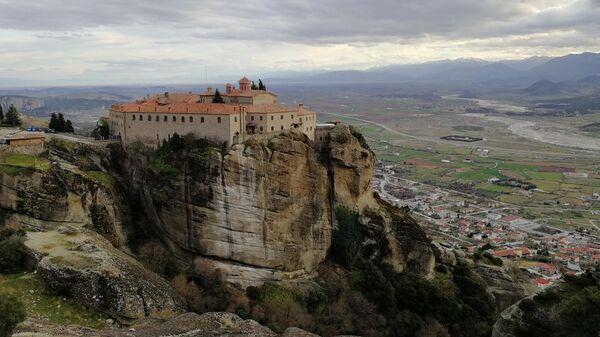 Греция, Метеоры. Вид на монастырь Святого Стефана
