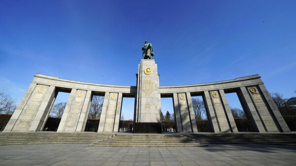 Мемориал павшим советским воинам в парке Большой Тиргартен в Берлине
