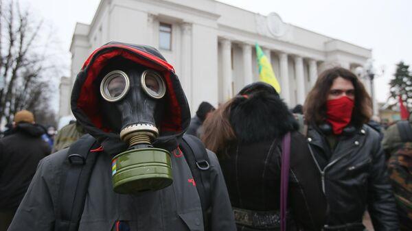 Участники митинга Раду на карантин у здания Верховной рады Украины в Киеве. 17 марта 2020