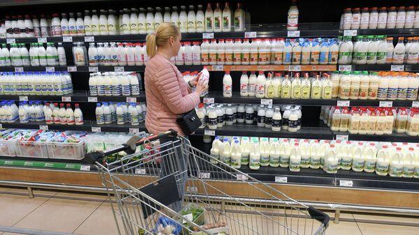 Покупательница в гипермаркете
