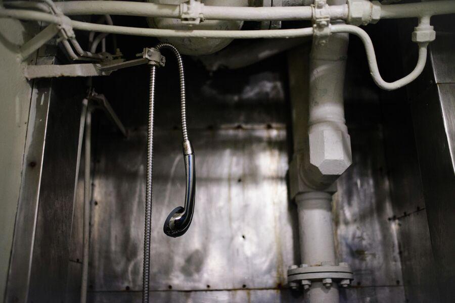 Душевая кабина на борту атомной подводной лодки Северодвинск