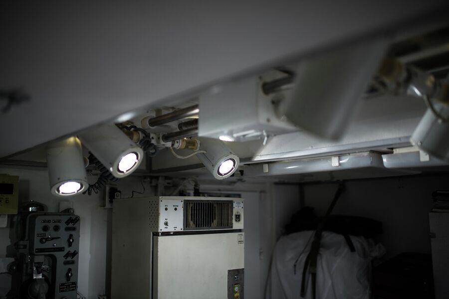 Осветительные приборы для проведения операций в амбулатории атомной подводной лодки Северодвинск