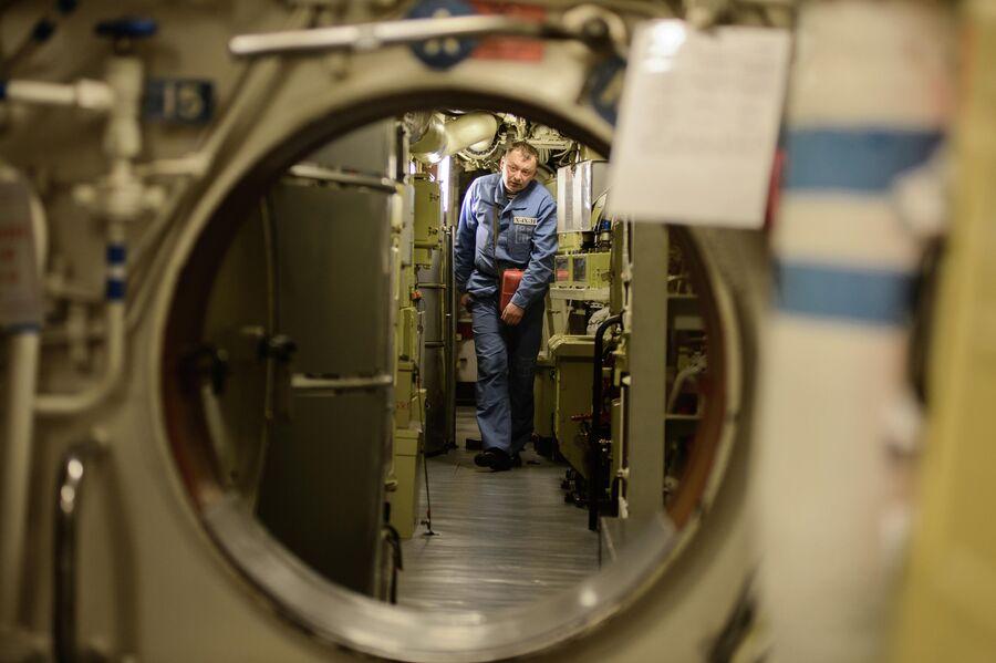 Переборки между отсеками атомной подводной лодки Северодвинск