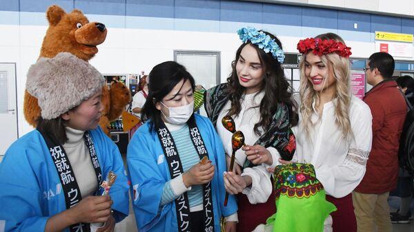 Встреча в аэропорту Владивостока пассажиров самолета Airbus 320 японской авиакомпании All Nippon Airways