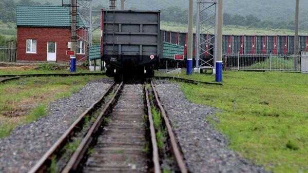 Грузовой состав пересек железнодорожный пункт пропуска между Россией и Китаем