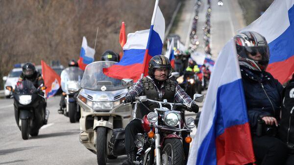 Участники автопробега в честь референдума и воссоединения полуострова с Россией, организованного мотоклубом Ночные волки, в Севастополе