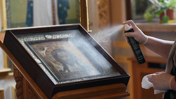 Санитарная обработка иконы в храме Святителя Алексия в Рогожской слободе