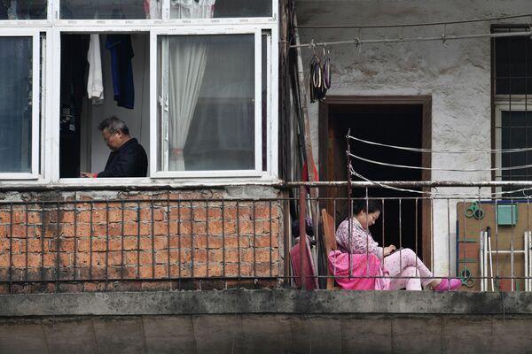 Жители Ухани в изоляции во время вспышки коронавируса COVID-19