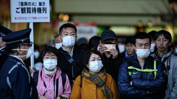 Японцы в медицинских масках