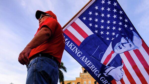 Сторонник президента США Дональда Трампа в Уэст-Палм-Бич, штат Флорида