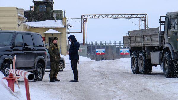 Контрольно-пропускной пункт воинской части материально-технического обеспечения, где при погрузке произошел взрыв артиллерийского боеприпаса