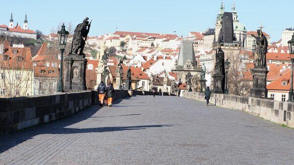 Опустевшие в связи с угрозой заражения вирусом COVID-19 улицы Праги