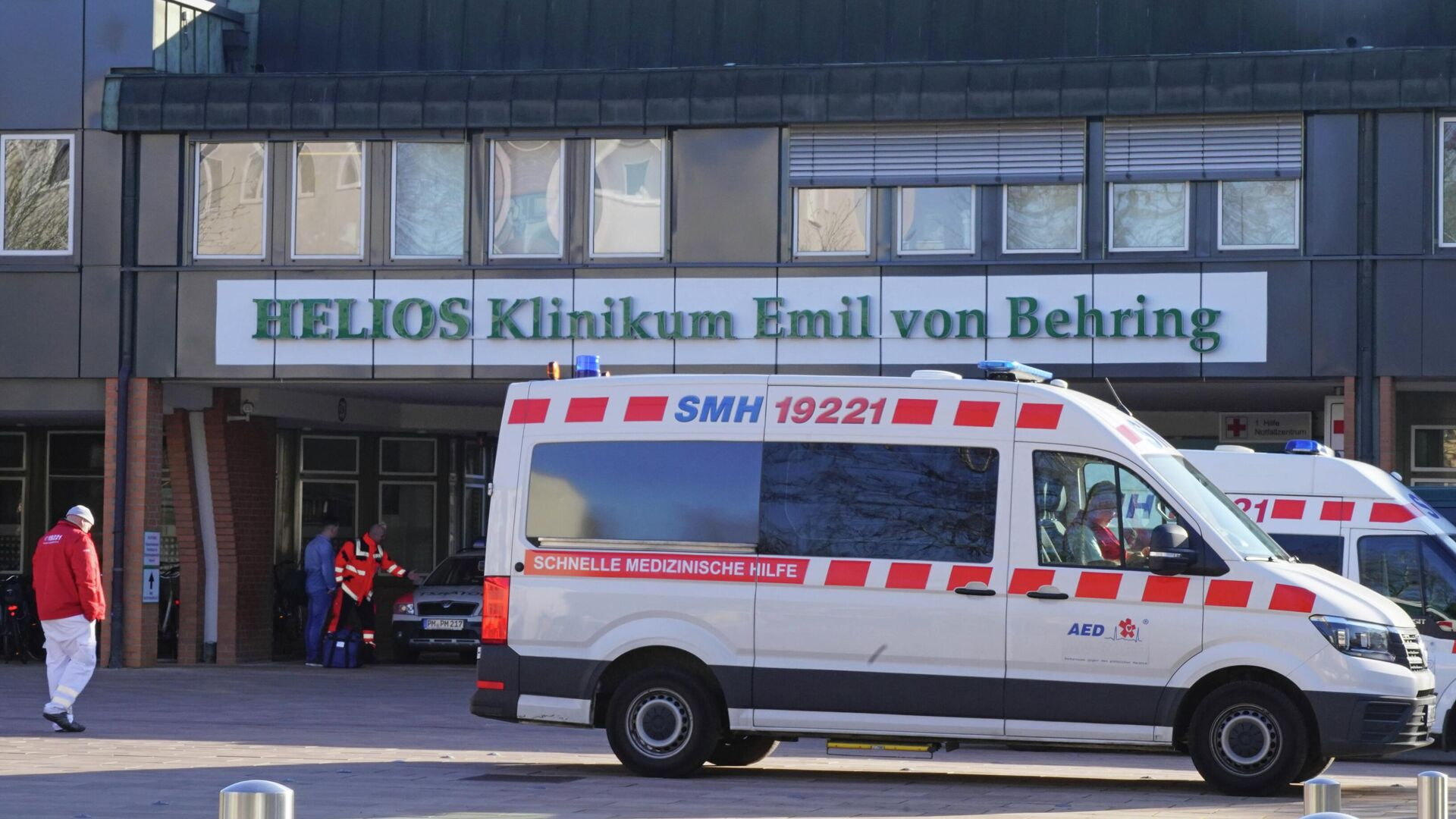 Машины скорой помощи у больницы Хелиос-клиник Эмиль фон Беринг в Берлине - РИА Новости, 1920, 28.10.2020