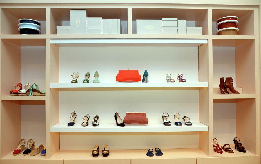Обувь из коллекции SJP на открытии магазина Nordstrom в Нью-Йорке