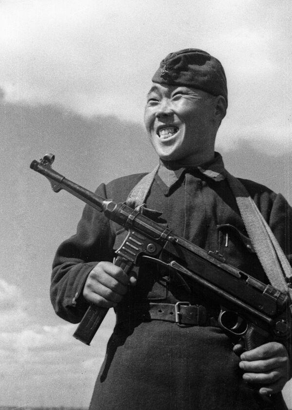 Снайпер Максим Пассар, нанаец по национальности, уничтоживший за время обороны Сталинграда 236 вражеских солдат и офицеров