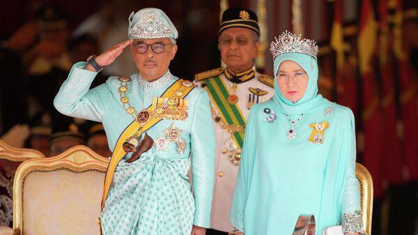 Король Малайзии Абдулла II  с женой Тунку Азизой Аминой Маймуной