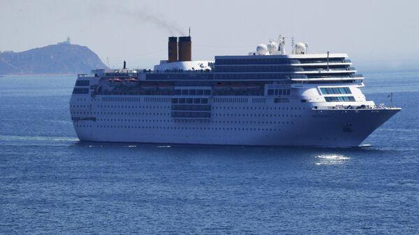 Круизный лайнер Costa neoRomantica в проливе Босфор Восточный во Владивостоке