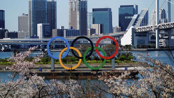 Олимпийские кольца в городе Токио
