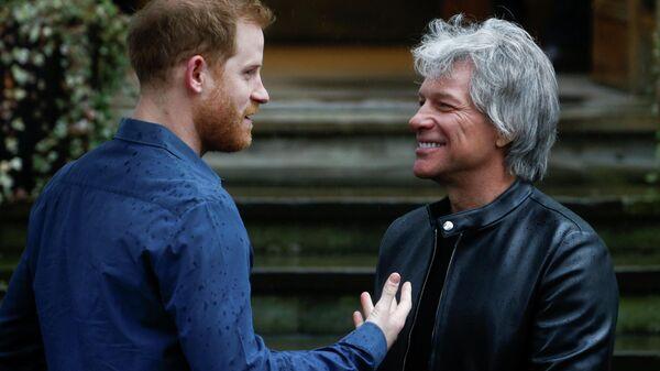 Принц Гарри с Джоном Бон Джови возле студии Abbey Road в Лондоне