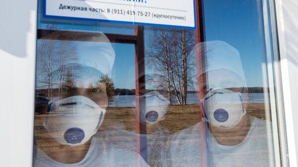 Медицинские работники в здании обсерватора в Карелии