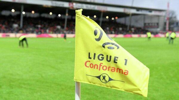 Угловой флажок с логотипом французской Лиги 1