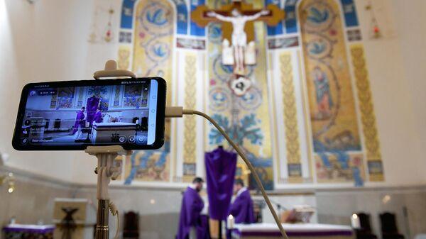 Трансляция службы в католической церкви в Казани