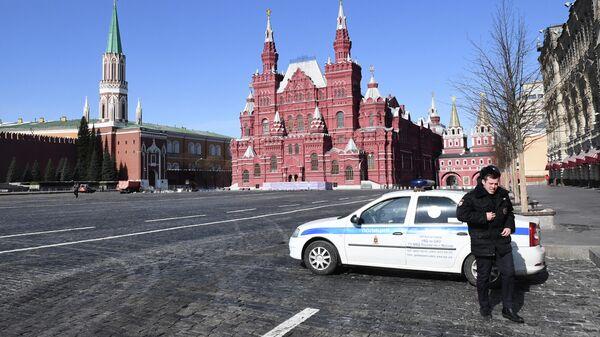 Сотрудник полиции на Красной площади в Москве