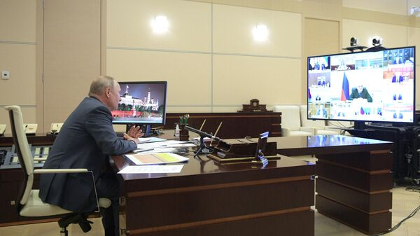 Путин будет работать дистанционно еще как минимум неделю
