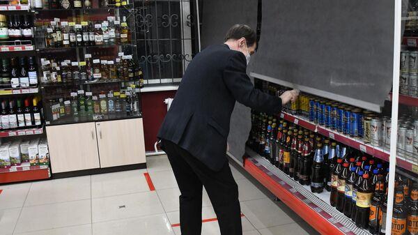 Сотрудник алкогольного магазина